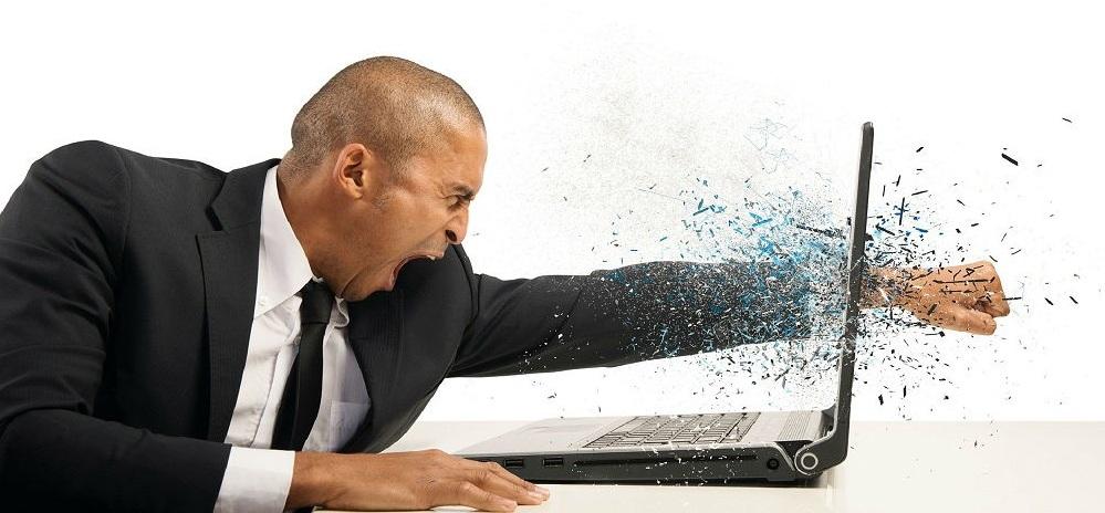 Злой человек и ноутбук