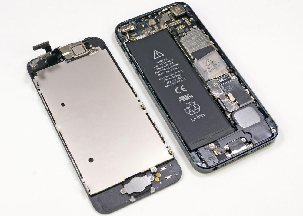 Разобранный iPhone 5 серого цвета