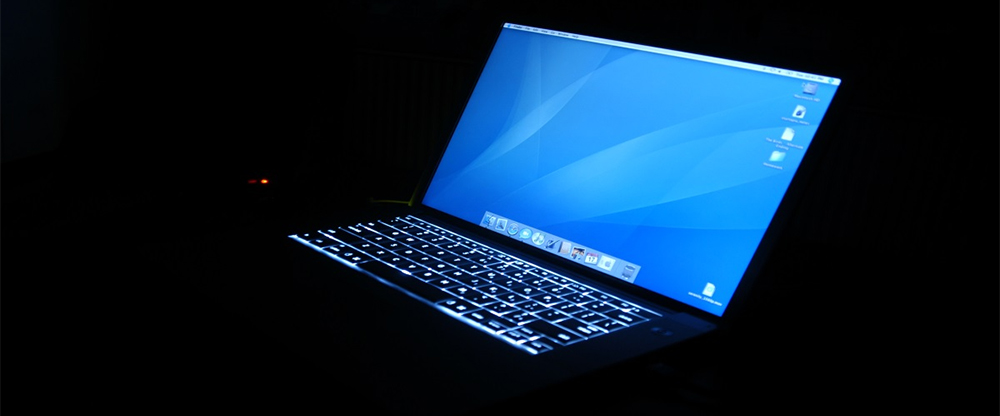 Подсветка ноутбука в темноте