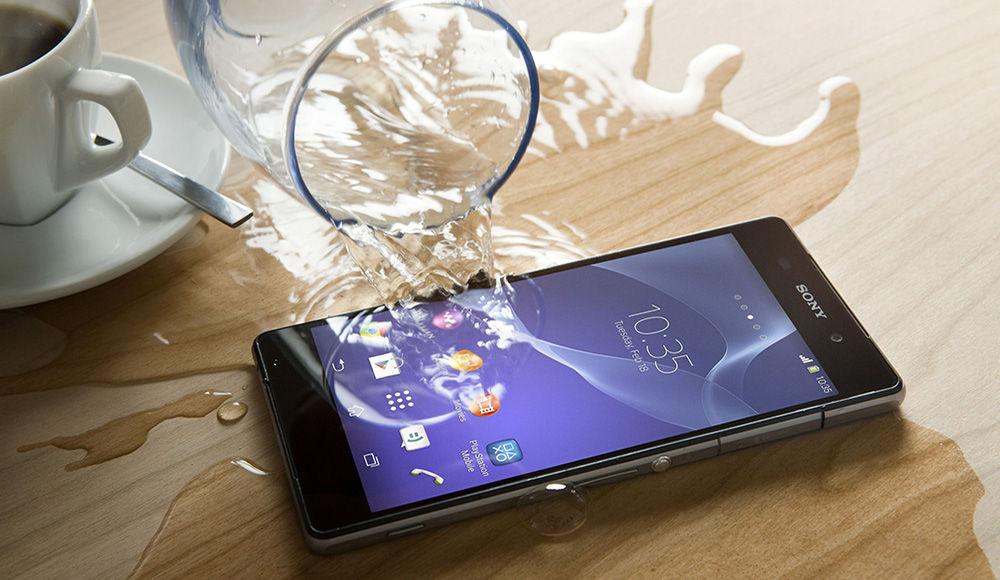 Что делать, если уронили телефон в воду или пролили жидкость на него