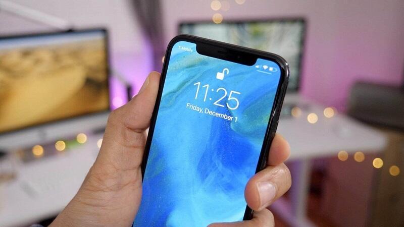 IPhone с защитным стеклом