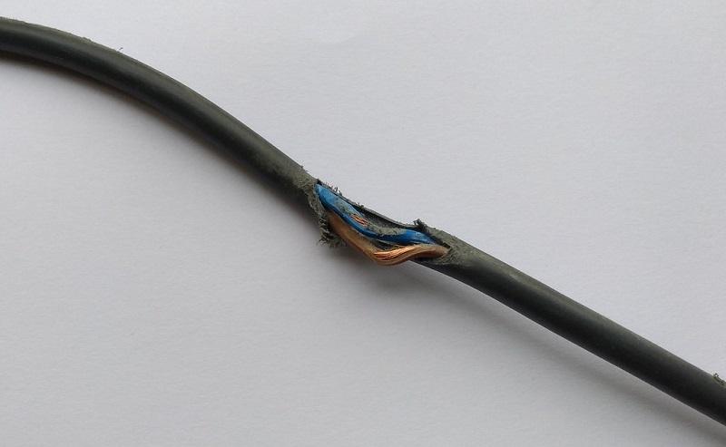 Поврежденный кабель телевизора