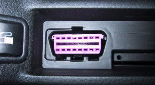 Разъём для OBD-II в машине