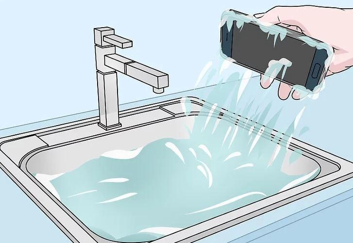 Падение телефона в воду
