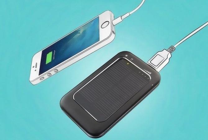 Зарядка iPhone при помощи солнечной батареи