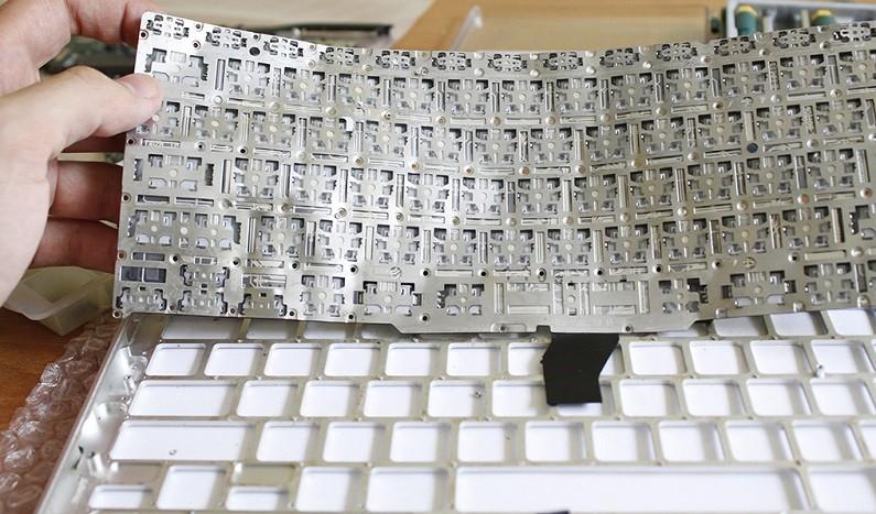 Разобранная клавиатура ноутбука