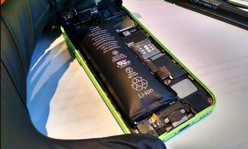 Вздутая аккумуляторная батарея в телефоне