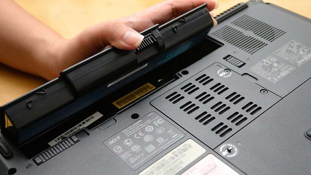 Извлечённый аккумулятор из ноутбука