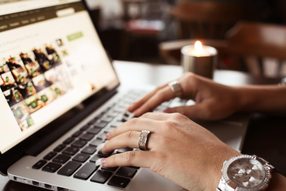 Ноутбук серфинг интернета