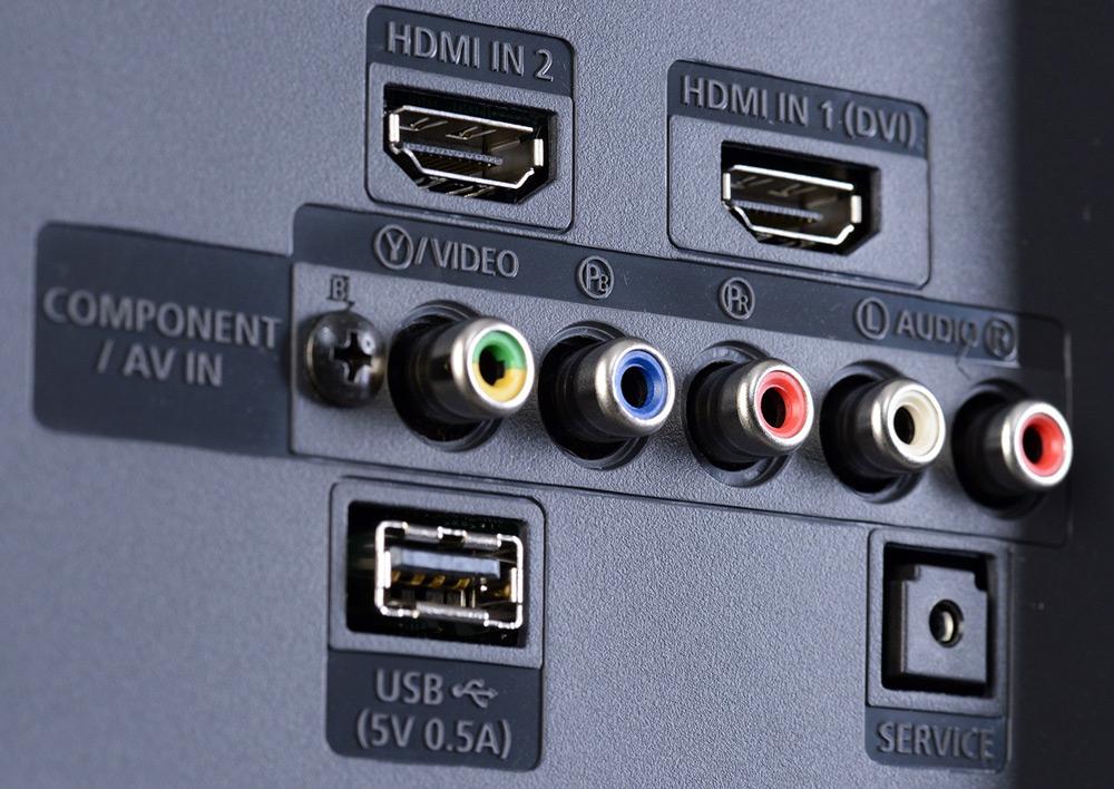 Задняя панель телевизора с гнёздами