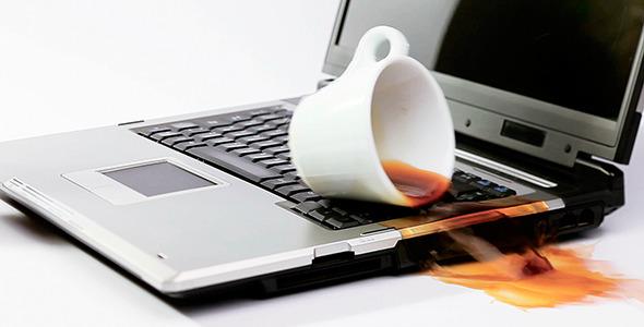 На ноутбук попала жидкость