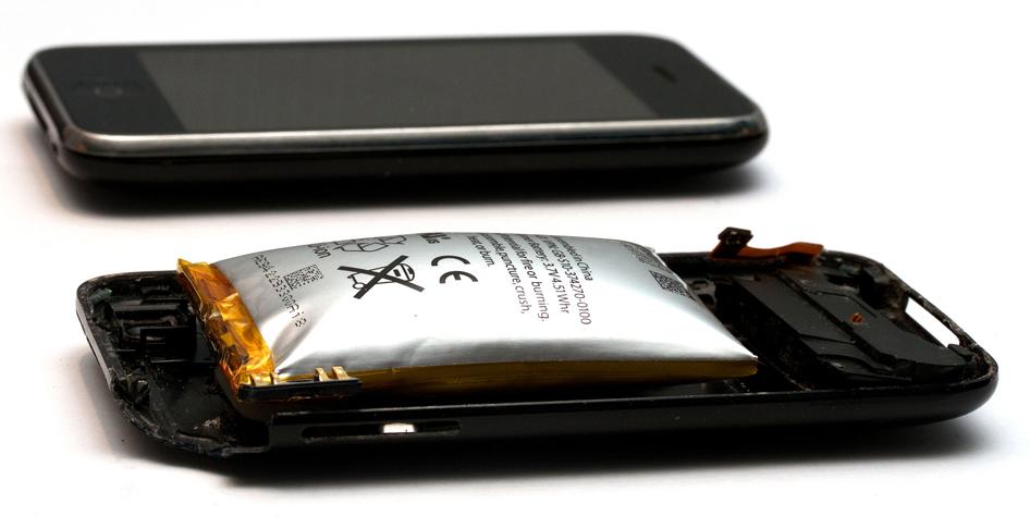 Вздутие аккумуляторной батареи на iPhone