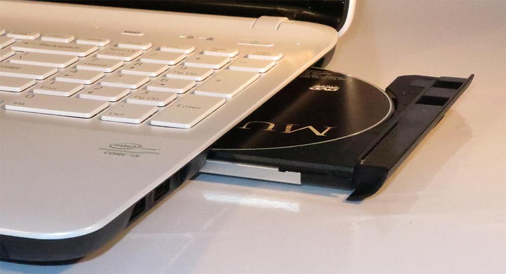 Ноутбук DVD-Rom открыт