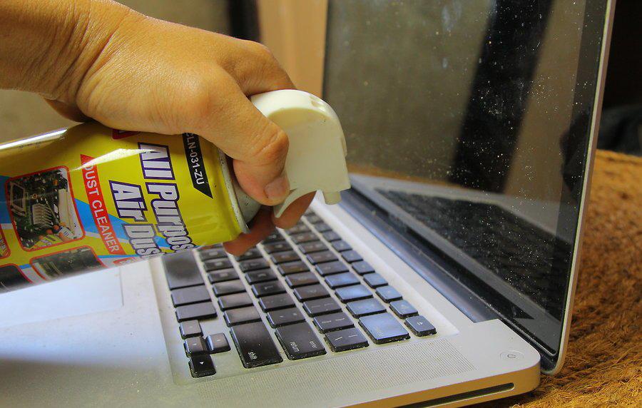Чистка клавиатуры Macbook