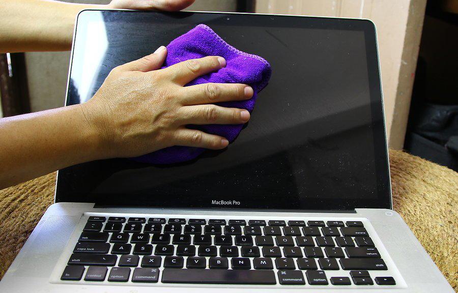 Чистка ноутбука тряпкой