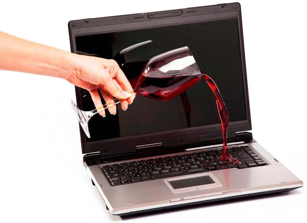 Пролитие напитков на ноутбук