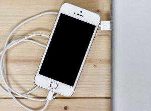 При зарядке телефон разряжается: парадокс?